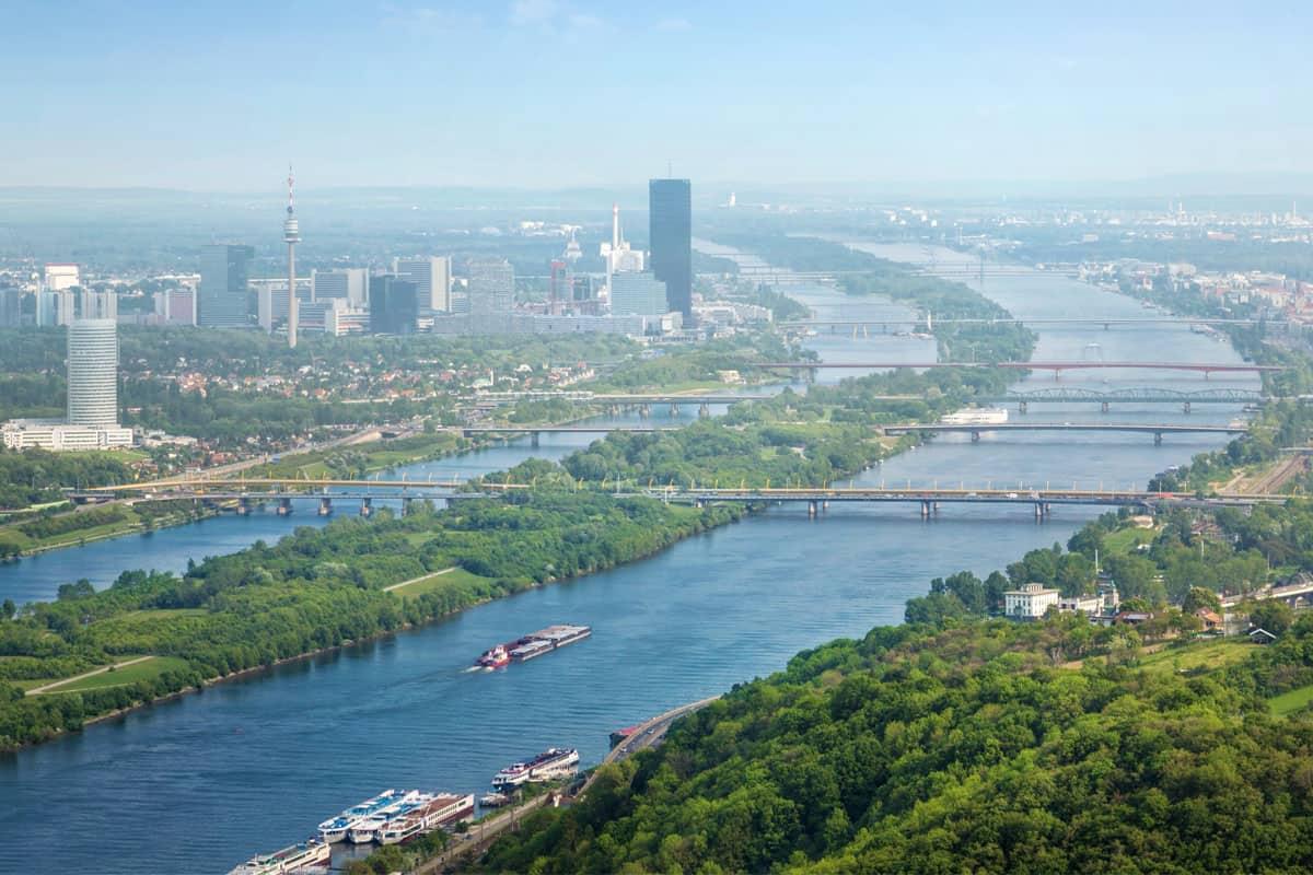 Skyline Wien mit Donau