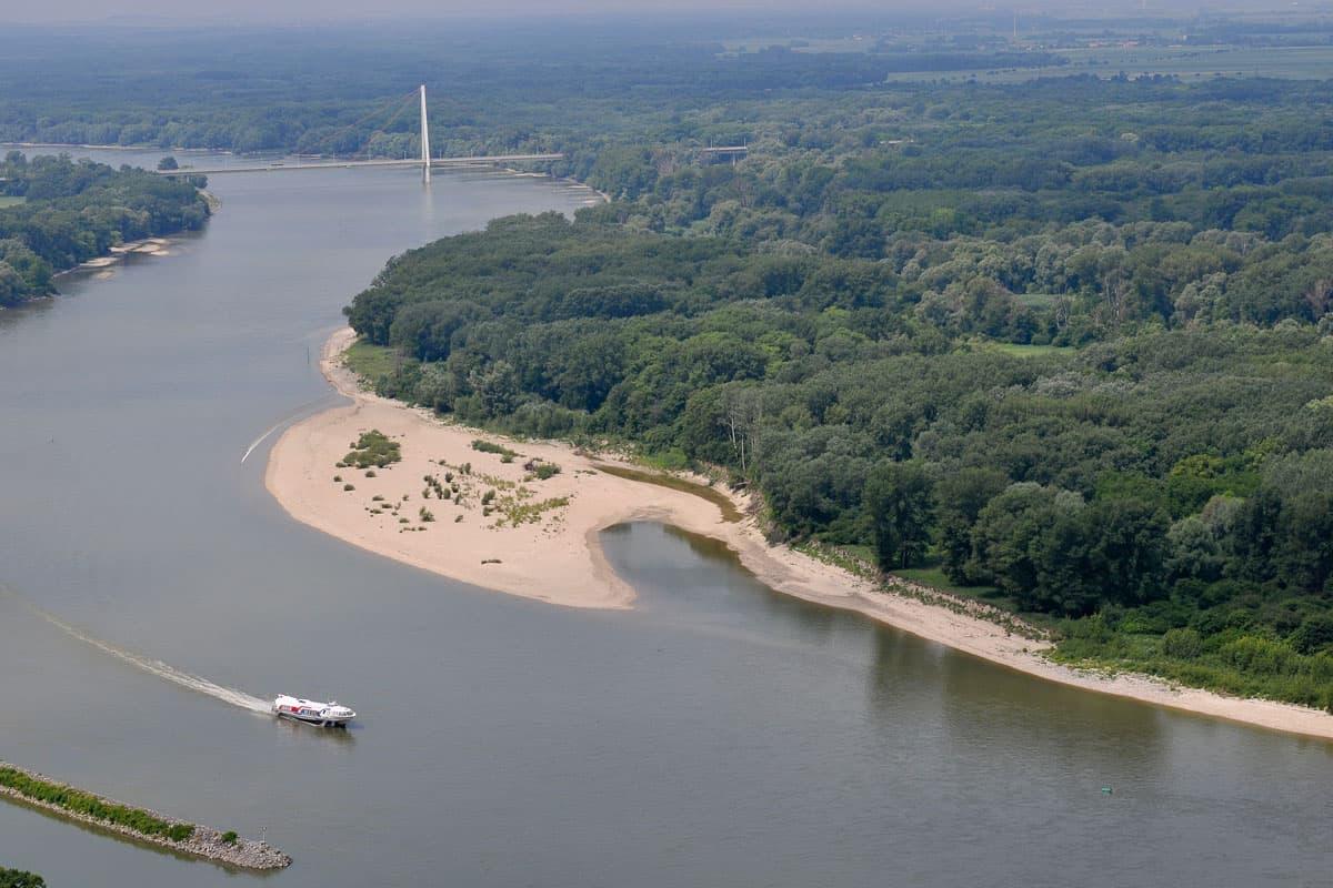 Donau Schotterbank und Twin City Liner