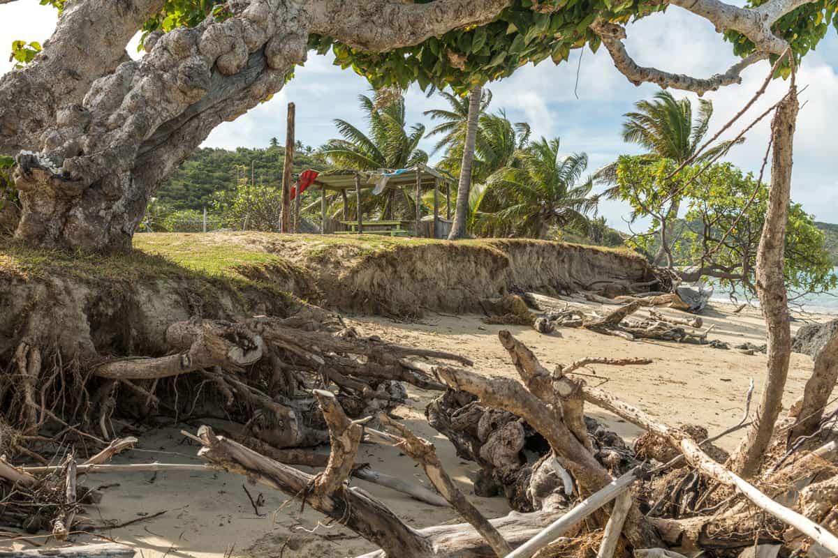 Küstenerosion ist ein großes Problem für das Dorf Navotua auf der Insel Nacalu, Fidschi.