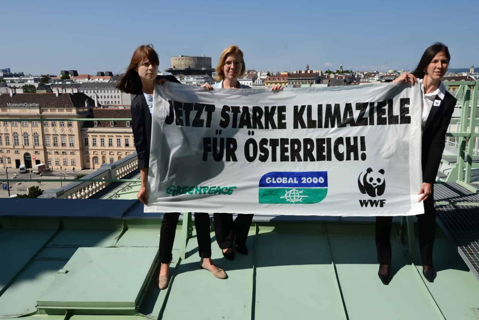 Fordern jetzt starke Klimaziele von Österreichs Politikern: v.l.n.r. Hanna Simons, Direktorin Umweltpolitik Greenpeace, Leonore Gewessler, Geschäftsführerin GLOBAL 2000 und Andrea Johanides, WWF Geschäftsführerin