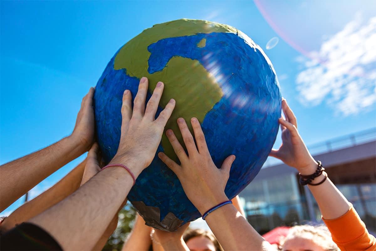 Wir halten die Erde