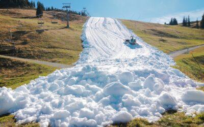 """WWF veröffentlicht neue Bilder vom """"Weißen Band"""". Kitzbüheler Ski-Opening zeigt Entfremdung des Tourismus von der Natur."""