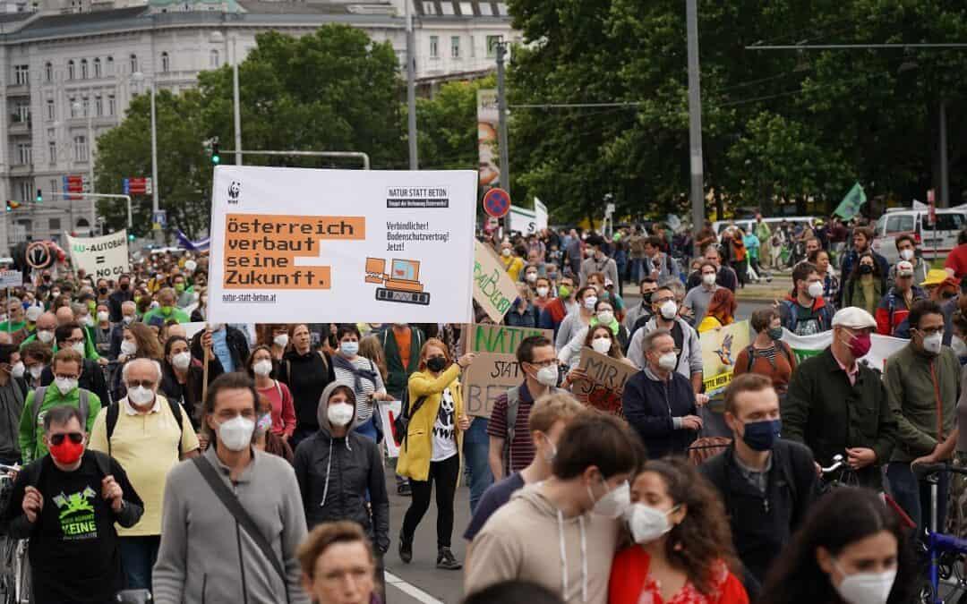 Ein Monat bis zum globalen Klimastreik: WWF tritt gegen Verbauung auf