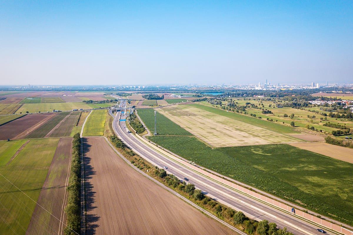 Schnellstraßen tragen massiv zum Flächenfraß bei © ChristophWisser