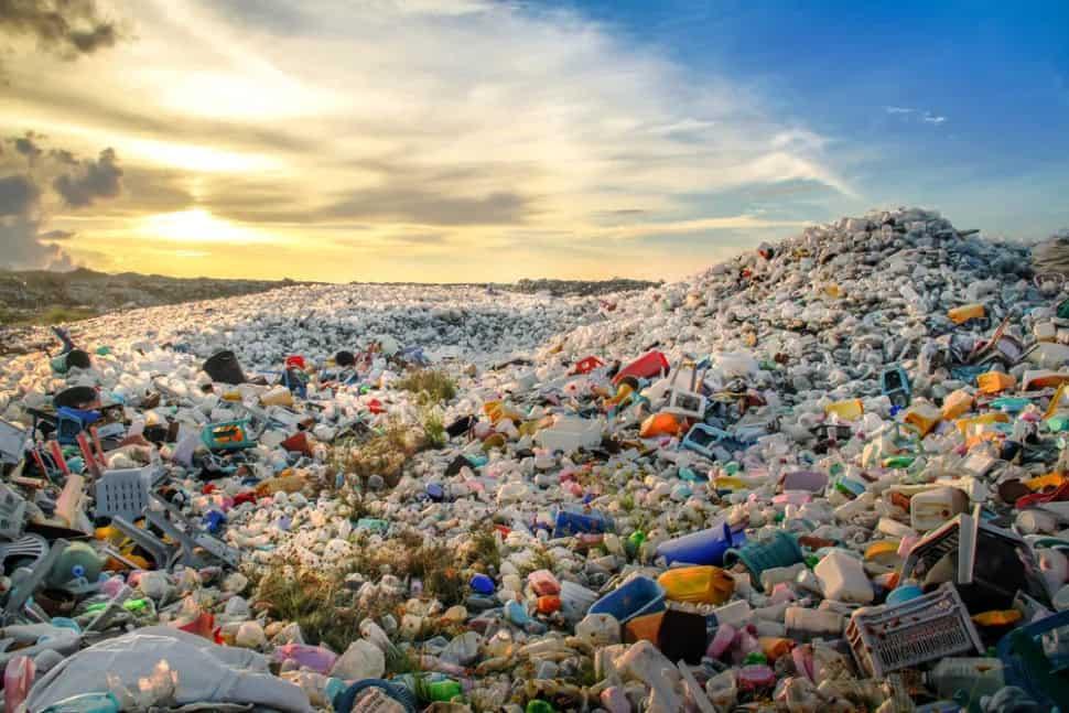 Ein Berg Plastikmüll © Mohamed Abdulraheem/Shutterstock